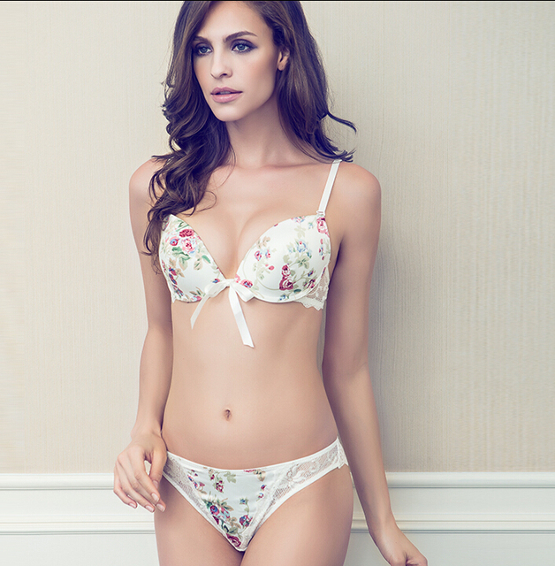 Mancha Rosa Estampado Floral Conjunto de Sutiã Sexy Lace Bikini Briefs Single-breasted Push Up Sutiãs das Senhoras Da Menina Branco Roupa Interior cor Fresca