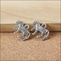 الحيوان زيبرا الحصان شكل قلادة المعلقات diy النتائج مجوهرات ريترو الكلاسيكية سوار سلسلة كيرينغ العائمة سحر الهاتف