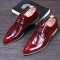 Los hombres de lujo ocasionales de la boda discoteca vestido de patentes zapatos de cuero genuinos brogue punta estrecha pisos resbalón de los holgazanes del zapato oxford masculino