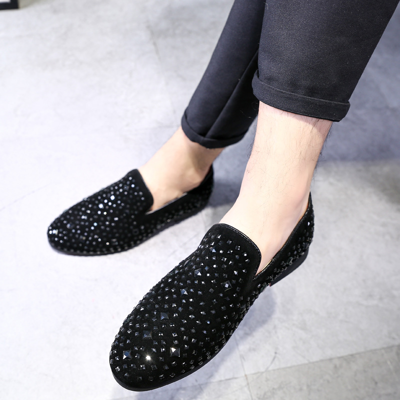 2019 High Quality Men Casual Rhinestone Pointed Toe Flat Shoes Christmas Party Dress Shoes Men Formal Shoes Loafer Shoes
