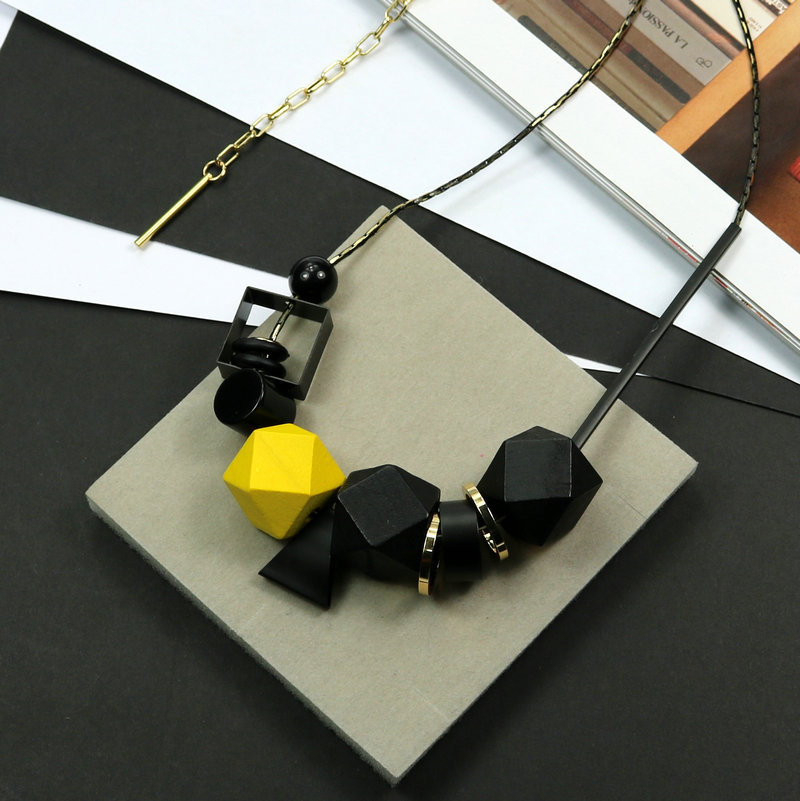 New Woman Necklaces Big Geometric Wood Beads Peadant Necklaces Color Blocking High Quality Fashion Jewelry Sweater