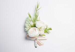 Image 5 - JaneVini 2019 جديد الزهور الاصطناعية العروس العريس Boutonniere الصدار الأبيض المعصم الزهور مجموعة الزفاف كورسج و Boutonnieres