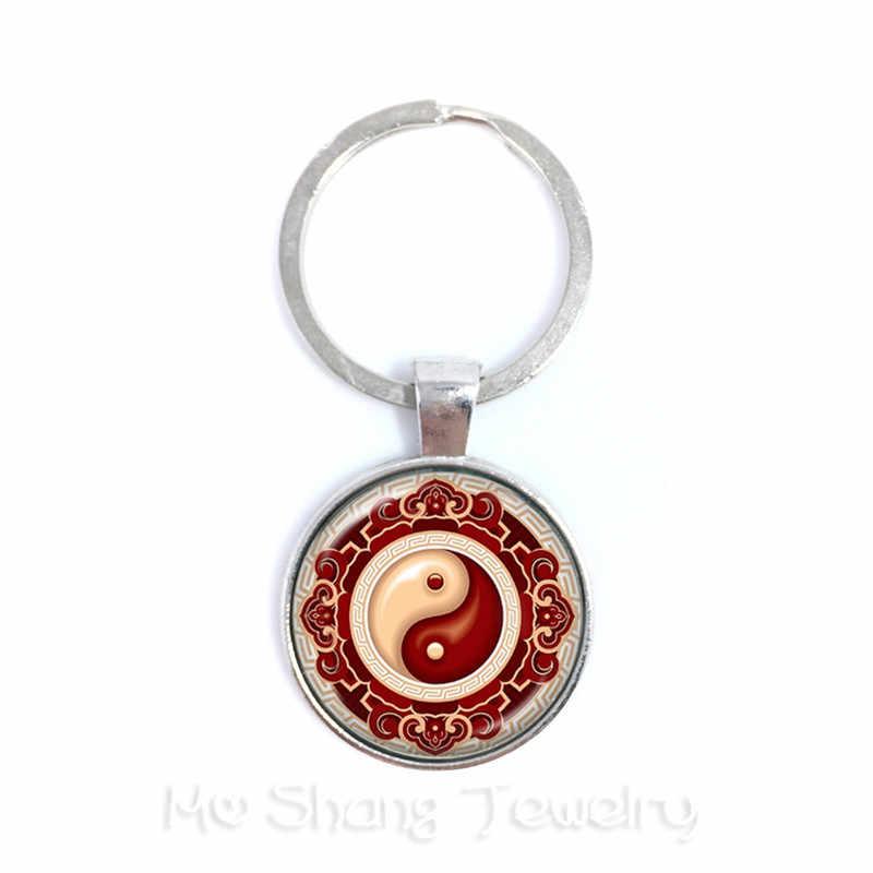 Yin Yang Keychains สีดำสีขาวจี้ Tai Ji แก้วเครื่องประดับ Cabochon พวงกุญแจ Yin Yang ผู้หญิงผู้ชายของขวัญ