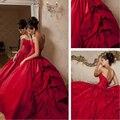 Bola del amor del Vestido de Tafetán Rojo Vestido de Novia con Cristales y Flores Capilla Tren Palabra de longitud vestido de noiva