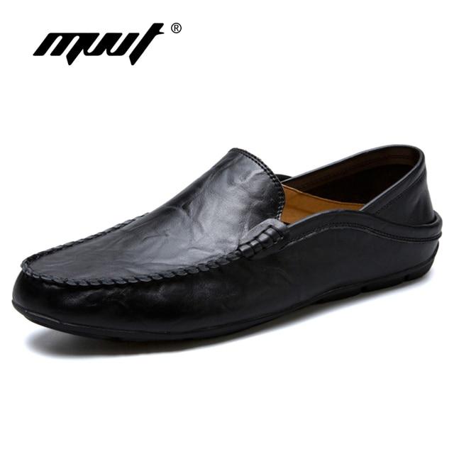 23598d0b3 Clássico Homens Confortáveis Sapatos Casuais Deslizar Sobre Mocassins Homens  Sapatos Sapatos De Couro de Divisão Dos