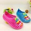 13-16 cm 2016 nuevos niños de la moda niñas beach flats zapatos de Verano nido recorte sandalias oruga zapatillas Mulas Zuecos muchachos de los niños