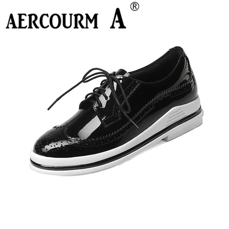 Aercourm A 2017 Women Flat Shoes Platform Brogue Flats Shoes Patent Genuine Leather Lace Up Pointed Toe Luxury Solid Black Shoes qmn women crystal embellished natural suede brogue shoes women square toe platform oxfords shoes woman genuine leather flats