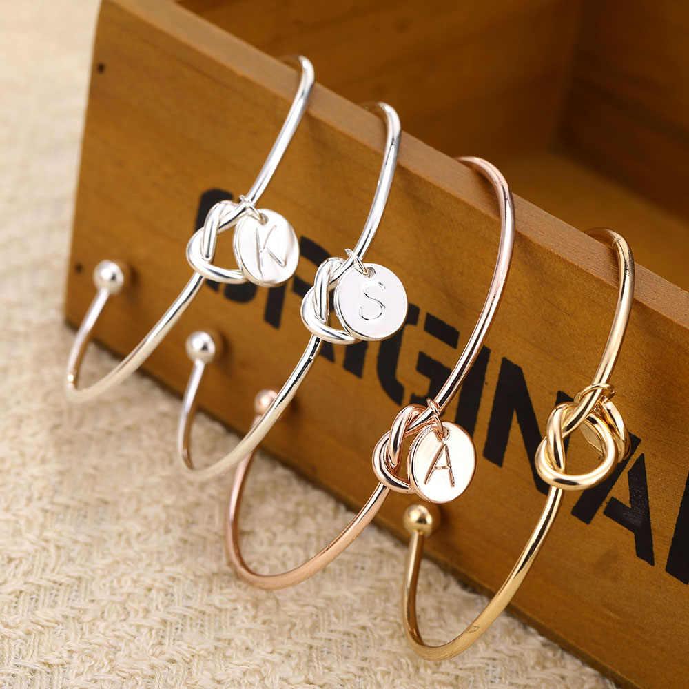 ファッションシンプルなツイストカフオープンノット腕輪ディスク頭文字チャームバングルブレスレット女性ローズゴールドカラーレターバングル