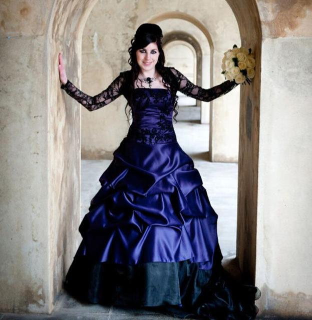 Cecelle 2016 Vintage Gothic Royal Blue Black Ball Gown Wedding Dresses With  Lace Jacket Organza Satin Colorful Bridal Gowns 25f125309da5