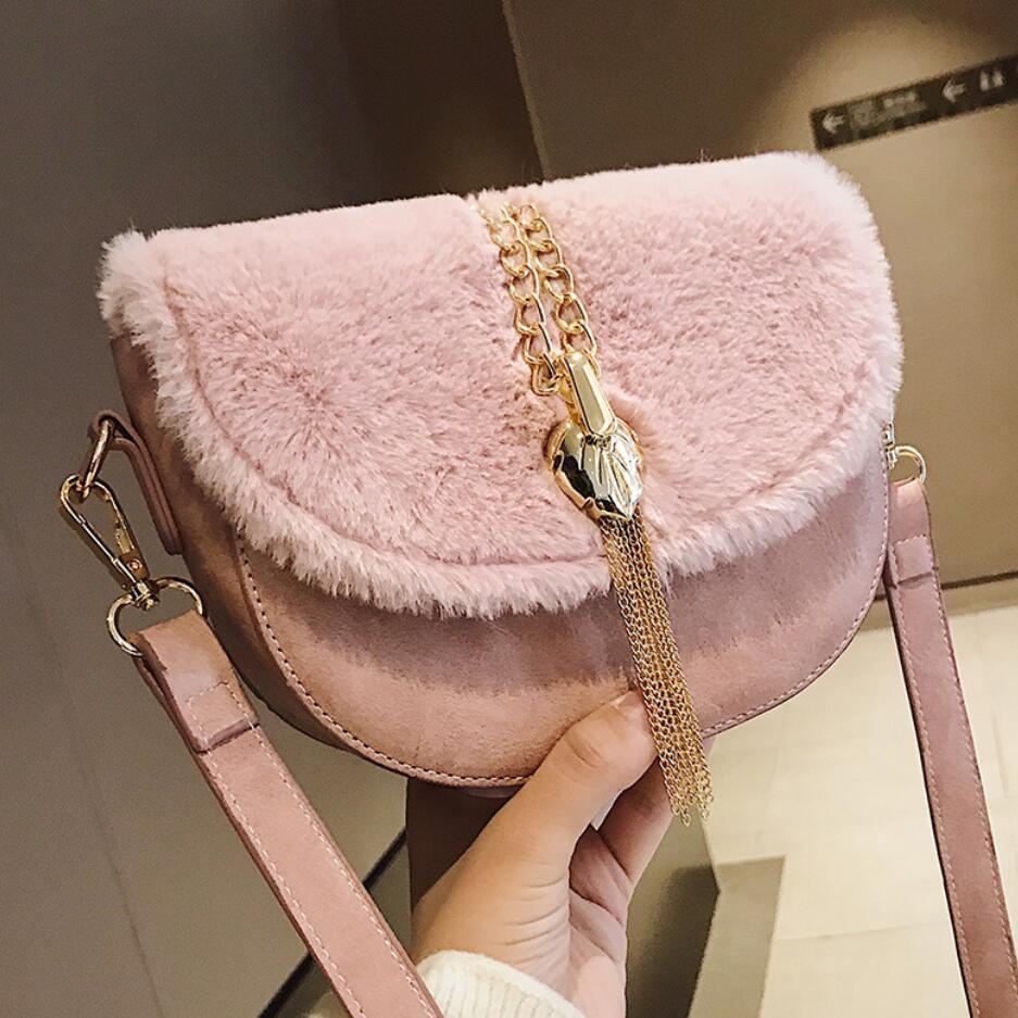 2018 зимние модные новые женские седельная сумка качество искусственная кожа Сращивание плюшевые сумки кисточкой цепи плеча курьерские