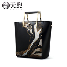 Pmsix 2017 autumn and winter fashion carving art handbag Chinese wind package simple fashion bags P120068