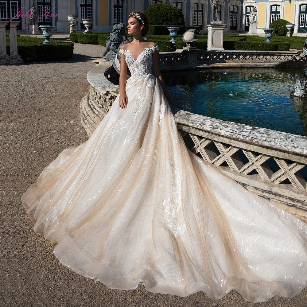 Luxury Voile Illusion Straps And Back Skirts Embroidered Appliques Ball Gown Princess Wedding Dress Chapel Train