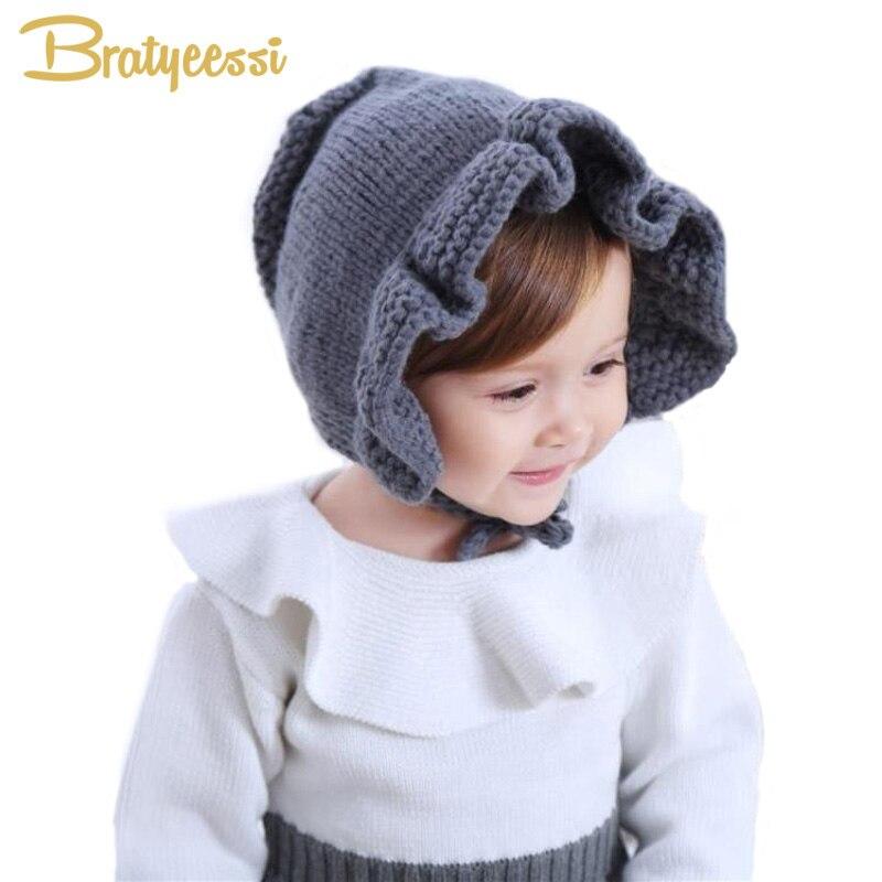 c8ab5e2ae871 Click here to Buy Now!! Princesse Tricot D. princesse Tricot D hiver Bébé  Chapeau avec de Volant Réglable Dentelle Up Bébé Bonnet Enfant Chaud Fille  ...