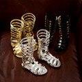 2017 de oro Del Verano Del Bebé Cut-Outs Hollow Botas de Gladiador Romano Sandalias de LA PU de Los Niños Hasta La Rodilla Del Cabrito Plana Estrella de Brillo Zapatos de la cremallera