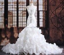 Svatební šaty se zdobeným korzetem a širokou sukní