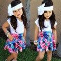 Venta al por menor de Verano Niños Niñas Ropa Set Cut Blanco camiseta y Faldas Florales Ropa de los Bebés Fijó 1-4 Niñas ropa