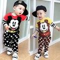 2017 nuevo chándal de verano los niños que arropan la raya bebés mickey de la historieta ropa de la camiseta de los niños + pantalones 2 unids traje