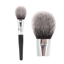 Pincel de maquiagem em pó arqueado, macio, fofo, doméstico, impecável, rosto, blush, destaque, cosméticos, ferramenta de beleza