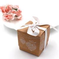 100 teile/los Hochzeit Blumen-bevorzugungen Decor Kraftpapier Spitze DIY Pralinenschachtel Geschenk-boxen Hochzeit Pralinenschachtel mit Band