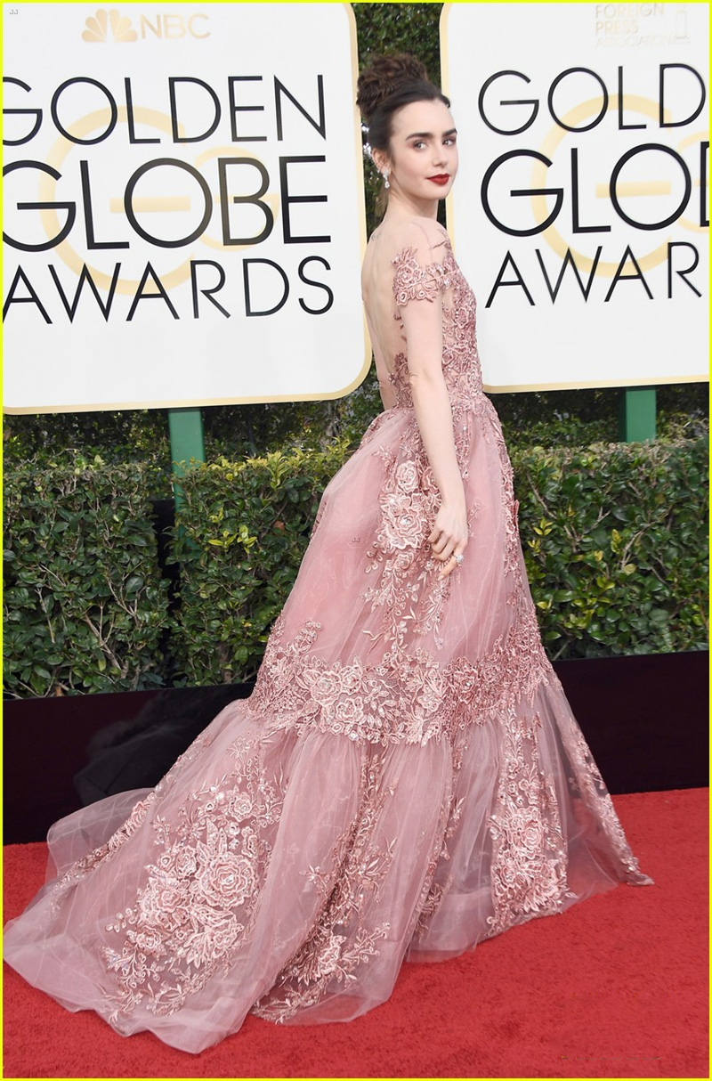 lily-collins-golden-globes-2017-06