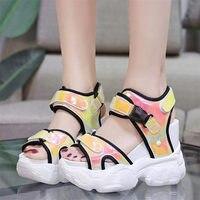 NAYIDUYUN летние теннисные туфли для женщин кожа Платформа клинья Высокий каблук Сандалии гладиаторы кроссовки со стразами кроссовки обувь