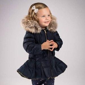 Image 5 - DB6099 dave bella kış bebek kız aşağı ceket çocuk 90% beyaz ördek aşağı yastıklı ceket çocuklar kapüşonlu giyim