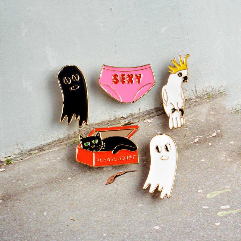 Gato dos desenhos animados Na Caixa de Underwear Sexy Pássaro Bonito Fantasma Dos Desenhos Animados Esmalte Pins Broches Crachá Jóias para As Mulheres Homens Presente