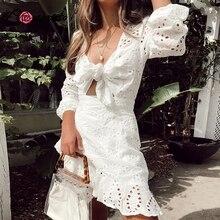 Conmoto לבן רקמה קצר שמלת נשים סקסי V צוואר חלול החוצה כותנה חורף שמלת 2019 חדש מזדמן חג תחרה עד vestidos