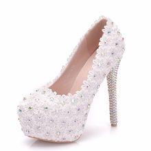 af8c48e726 Novo 2019 Mulheres Sapatos Bombas Rendas Sapatos de Casamento Branco de  Cristal Do Dedo Do Pé Apontado Salto Alto 14 centímetros.