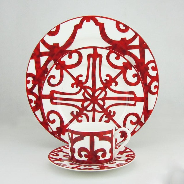 Yefine High Grade Ceramic Western Tableware Set Porcelain Dinnerware Bone China Dishes Plates Cups And