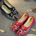 Velho Pequim Chinês Sapatos de Salto Liso das Mulheres Da Flor do vintage Com Flor Bordado Macio E Confortável Sapatas de Lona Tamanho 41