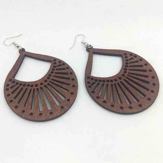 Qiaohe 1 Pair Good Quality Wood Earrings Organic brown Hollow African Woman Wooden Brincos Pendant 5.3*7cm/2.1*2.7''  E356