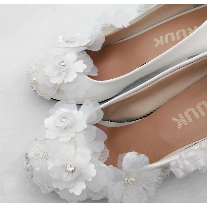 Aliexpress.com   Buy White flower wedding shoes bridal high heel woman  platform shoes ladies female sweet cute handmade flower dress party pumps  shoe from ... 237c0fd7b422