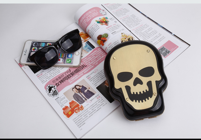 2017The new European and American fashion rock metal skull skull personality style hand bag bag package