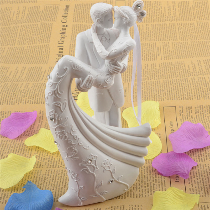 Romantic Wedding Gifts: Bride And Groom Resin White Romantic Wedding Cake Topper