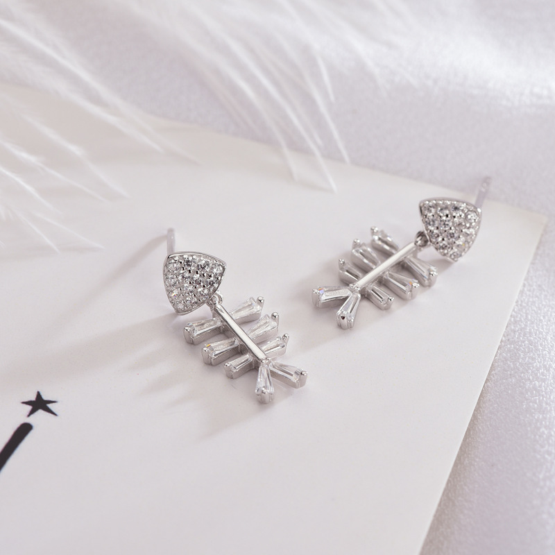 New Hot Sale High Quality S925 Silver Stud Earrings Fashion Fish Bone Stud Earrings for Couples