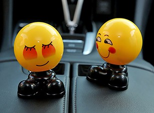 Shaking-Head-Doll-Car-Ornaments-Funny-Emoji-Nodding-Decoration-Figure-Cute-Automobiles-Dashboard-Bobblehead-Toy-Accessories