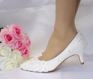 Image 5 - 크리스탈 퀸 화이트 구슬 꽃 하이힐 결혼식 신발 5 cm 발 뒤꿈치 신부 펌프 신발 여성 신발 파티와 저녁 신발