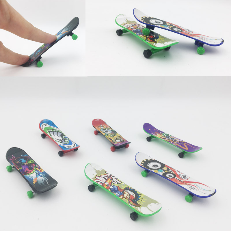 Plastic Mini Finger Skateboarding Fingerboard Toys Finger Scooter Skate Boarding Classic Chic Game Boys Desk Toys W/ Mini Jm-60