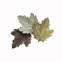 Leaves simple and pure fresh Three color texture grain contracted maple leaf brooch collar needle
