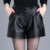 Frete Grátis 2016 Verão Outono Moda PU Couro Com Zíper Solto Calções Mulher Shorts De Perna Larga Cintura Elástica Calças Curtas Pretas