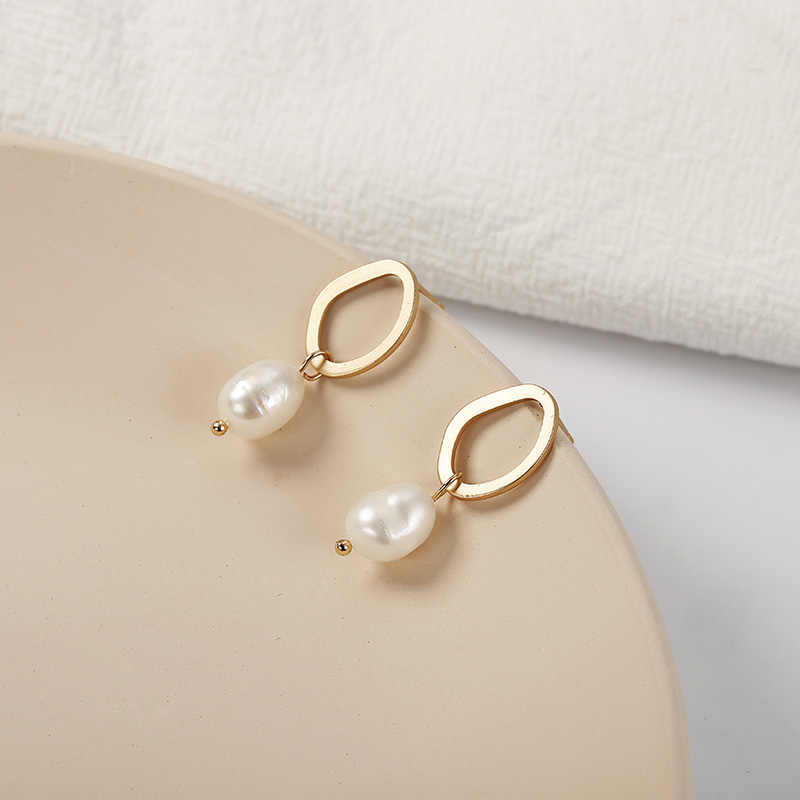 חדש אופנה Irregualr סימולציה פרל Drop עגילי זהב צבע מתכת גיאומטרי אוזן תכשיטי מתנה לחתונה המפלגה Brincos