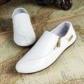 Nuevos Hombres de la Marca Mocasín Gommino Slip On Hombres Holgazanes Zapatos de Cuero Suave Transpirable Blanco Mens Casual Zapatos Planos de Los Holgazanes de Conducción