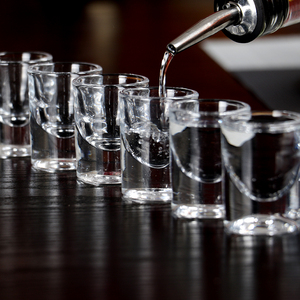 Image 3 - Set Van 6Pcs Heavy Loodvrij Machine Gemaakt Borrelglaasjes Voor Kerstcadeau Liquor Vodka Geesten Drankjes Chinese Baijiu whisky 15Ml