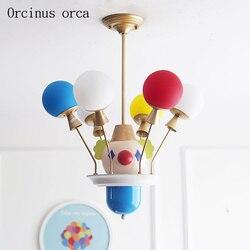 Cartoon creation klaun cyrkowy lampa sufitowa chłopiec sypialnia dziecko światło do pokoju nordycki współczesny kolor balon led żyrandol w Wiszące lampki od Lampy i oświetlenie na