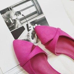 Image 2 - BEYARNEWoman/простая прогулочная обувь без застежки на каблуке; Модная обувь из флока с закрытым носком; Zapatos; Большие Size35 46E740
