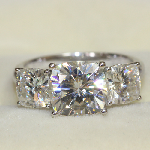 LUXRUY 5 Carat Cushion Cut 3 Stone Wedding Engagement Anniversary Lab Grown M