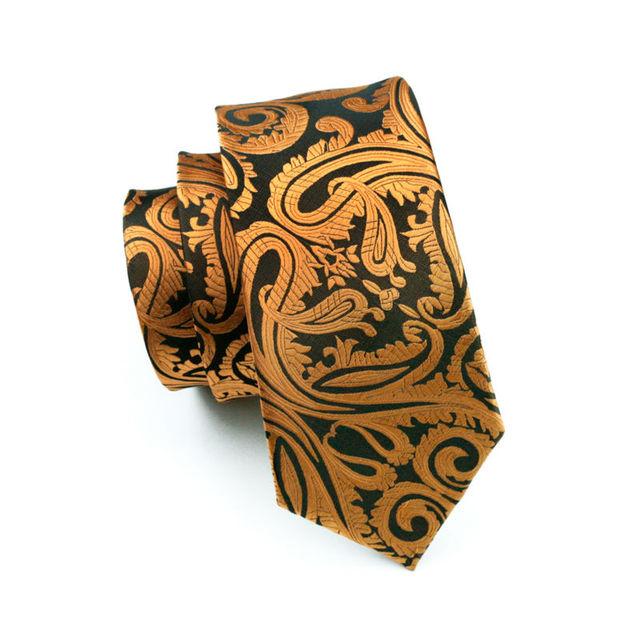 Set de Corbata Estampada de Seda con pañuelo y gemelos.