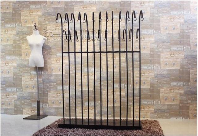 La nuova isola abbigliamento scaffali ferro battuto appendiabiti