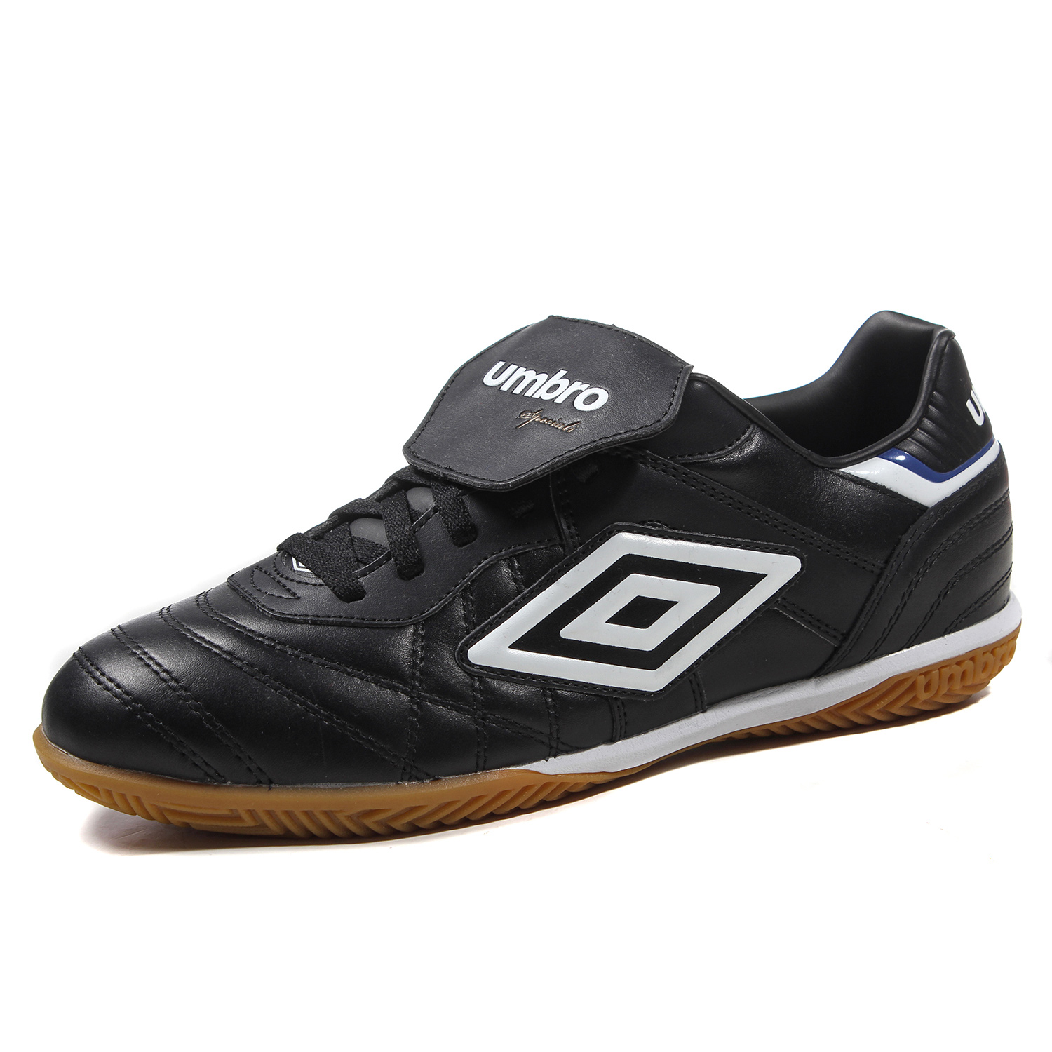 Umbro Men Soccer Shoes Sports Sneaker Indoor Soccer Boots Turf Shoes  Leather Lace up Professional Football Shoes UCB90115-in Soccer Shoes from  Sports ... a1a2cd2c6a